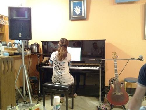 ①さすがです音楽教室先生の弾き語り.jpg